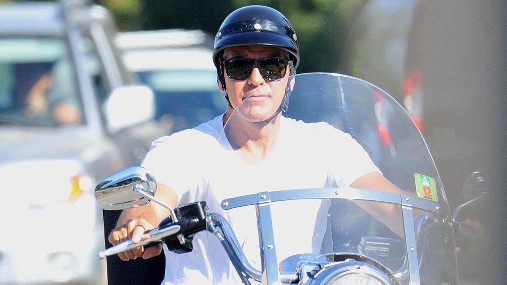 George Clooney, hospitalizado tras sufrir un accidente de moto en Italia