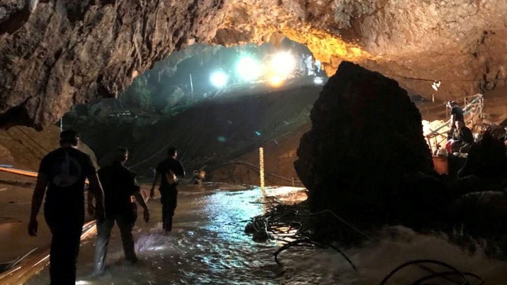 Tailandia:  Comienza la operación para sacar a los cuatro niños y  a su entrenador atrapados en la cueva