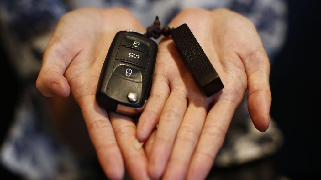 La razón por la que recomiendan envolver las llaves del coche en papel de aluminio