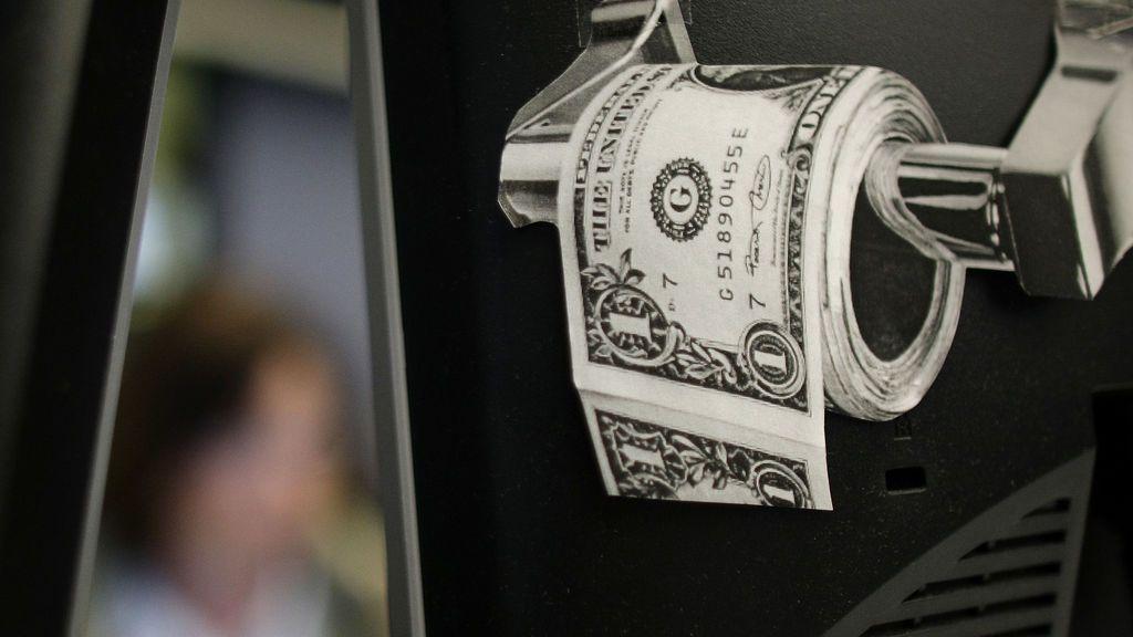 La ciencia explica cómo hay que colocar el papel higiénico