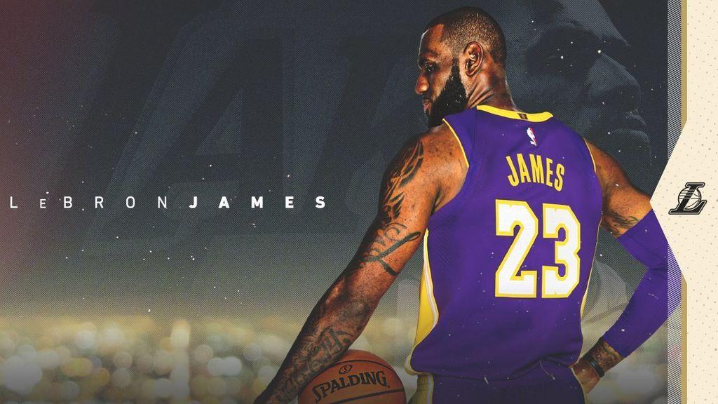 Una foto histórica: LeBron James se pone por primera vez la camiseta de Los Ángeles Lakers