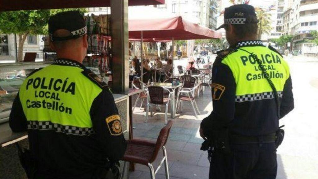 Dos agentes de la policía de Castellón.