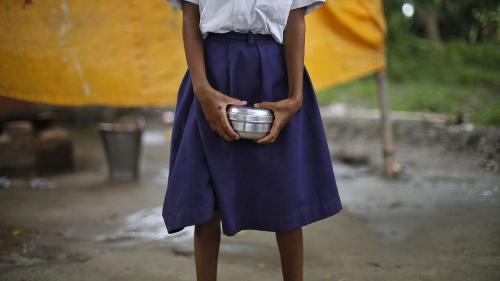 Una adolescente en la India denuncia que ha sido violada por profesores y compañeros de clase durante meses