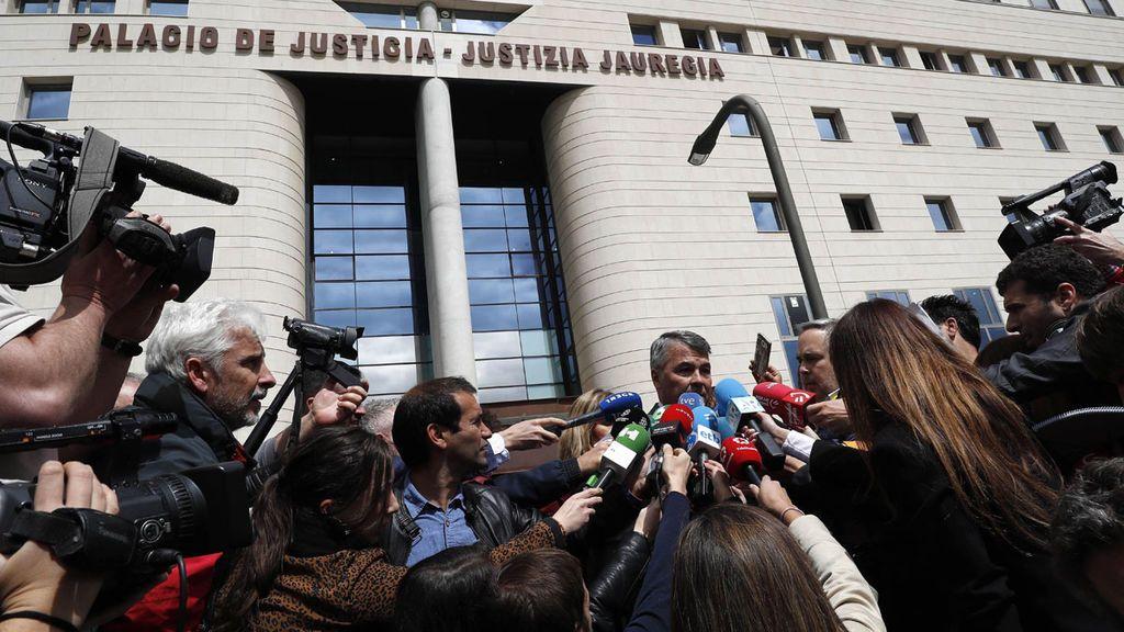 """Más de 750 jueces protestan por el """"linchamiento"""" con """"aliento de políticos"""" contra el tribunal de La Manada"""