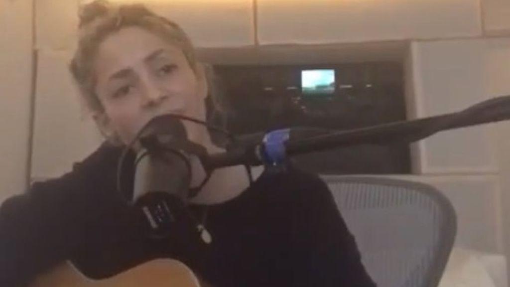 Ni rastro de los problemas en las cuerdas vocales: Shakira, cantando en plena forma