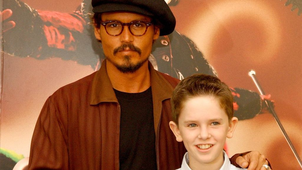 johnny-depp-and-freddie-highmore-at-an-event-for-charlie-and-the-chocolate-factory-2005