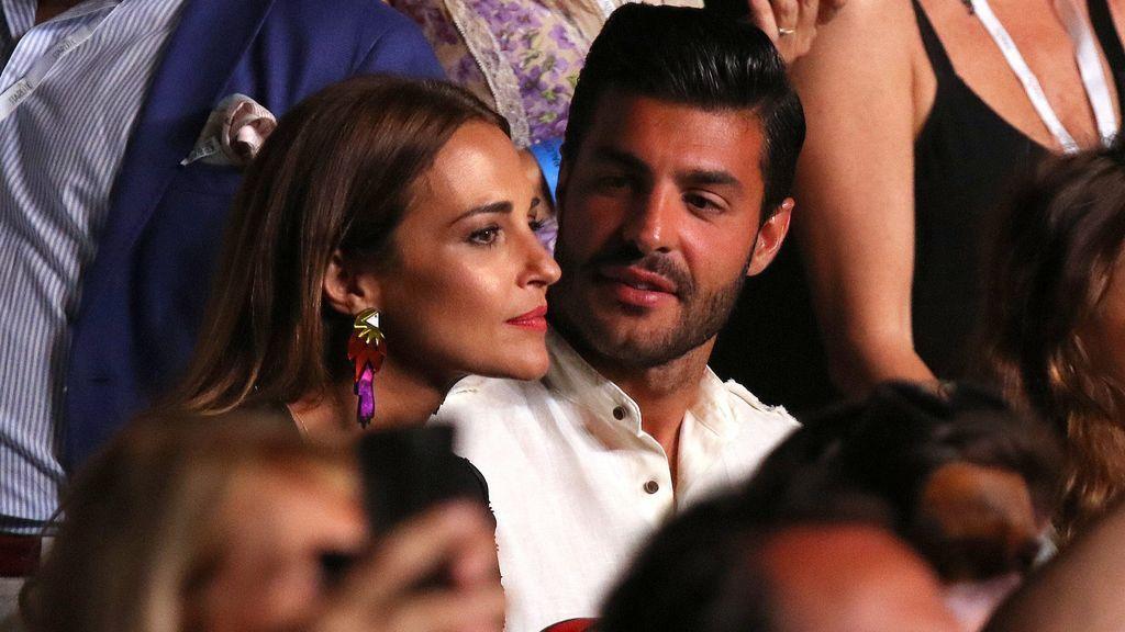 Paula Echevarría y su novio, pasión y besos las gradas del concierto de Luis Miguel