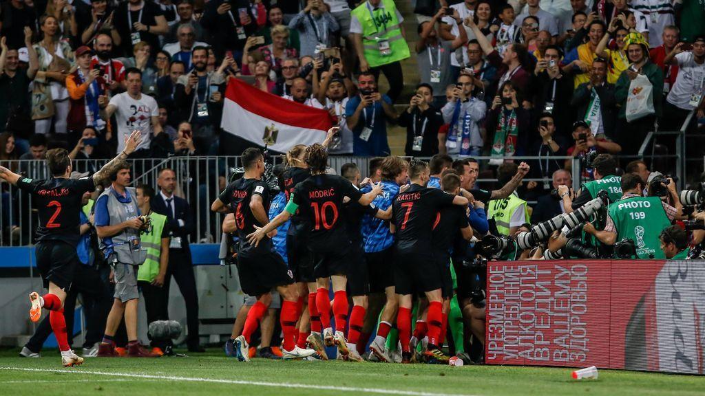 Inglaterra intentó empatar el encuentro mientras todos los jugadores de Croacia celebraban el gol de Mandžukić