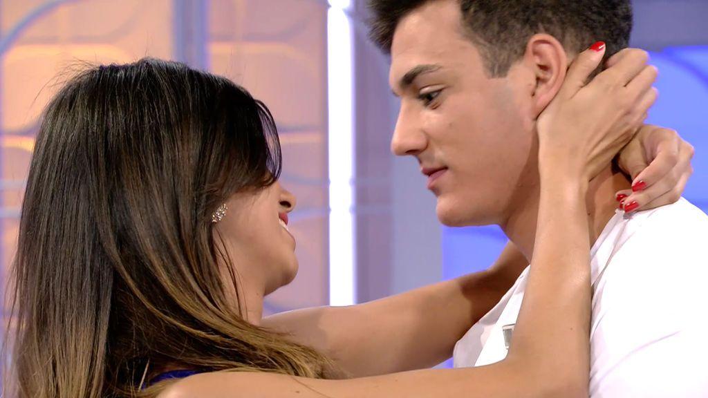 """Pablo se lanza a besar a Marina: """"Siento cosas por ella"""""""