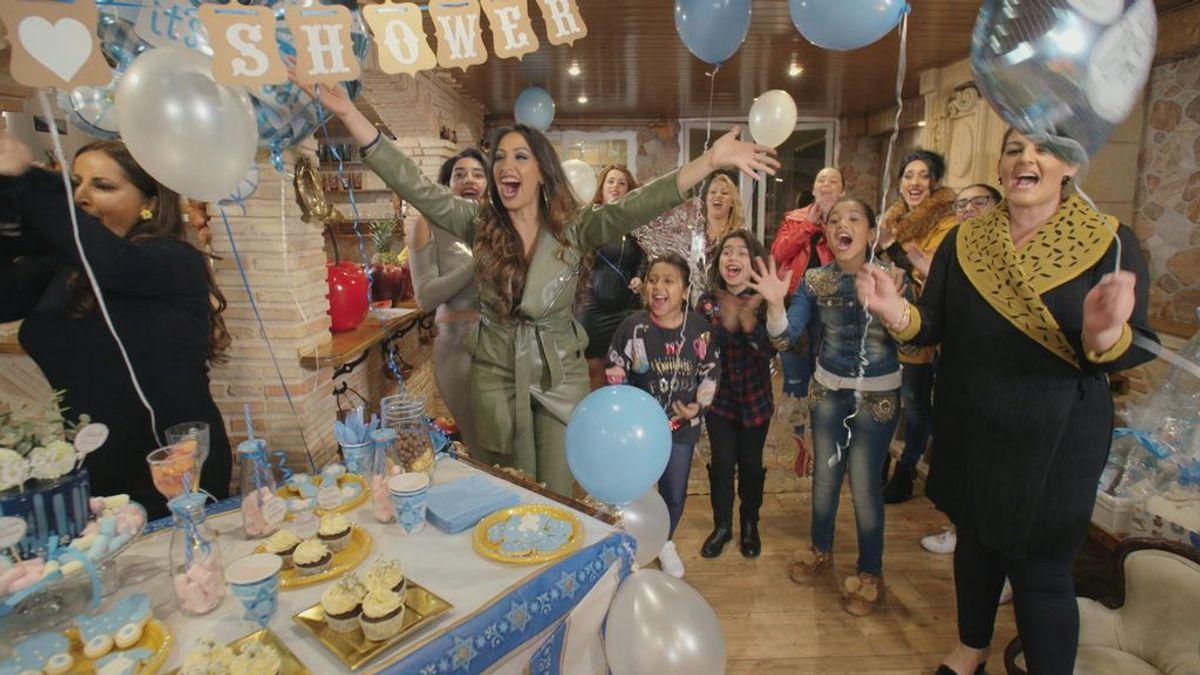 Las Salazar, amigas del alma de la Rebe, organizan un 'baby shower' para celebrar la llegada de su hijo.