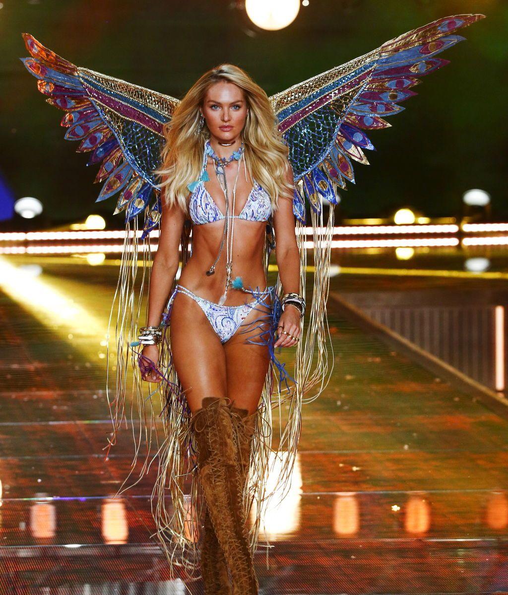 Uno de los 'ángeles' de Victoria's Secret, Candice Swanepoel, en un desfile de 2015.