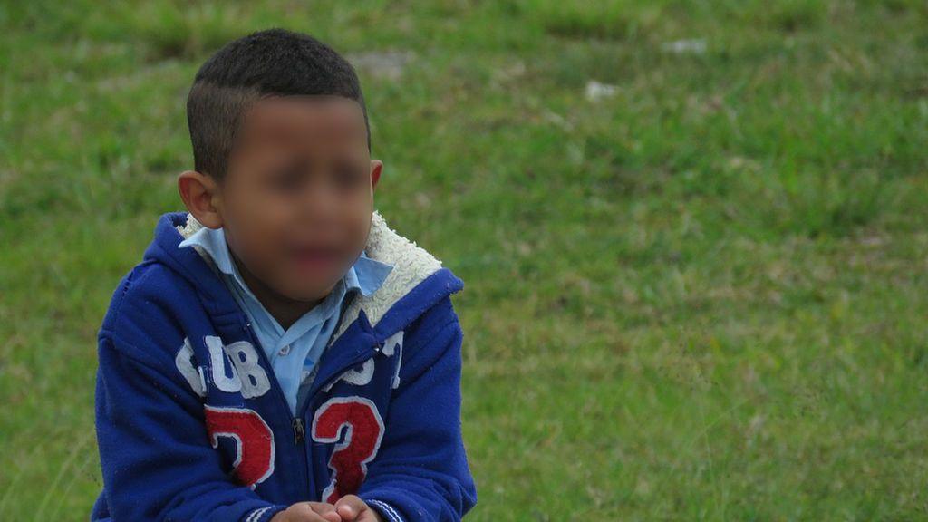 Un menor obliga a su sobrino de tres años a comerse sus heces por defecarse encima