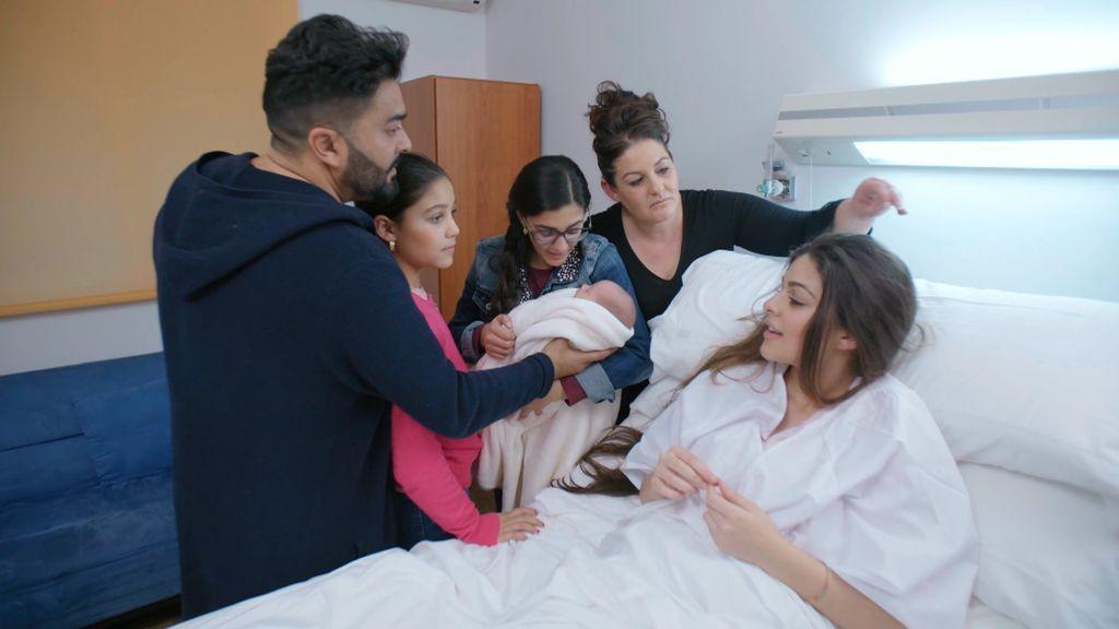 """Los Jiménez por fin conocen al hijo de La Rebe y ella se emociona: """"He conocido al amor de mi vida"""""""