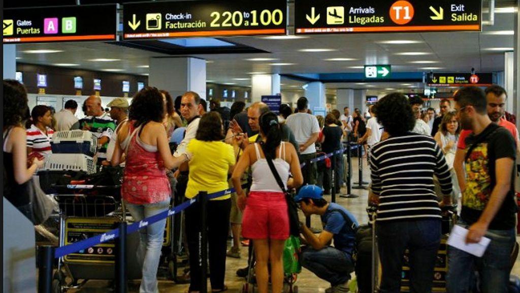 Los sindicatos amenazan con una huelga del personal de tierra en los aeropuertos españoles en agosto