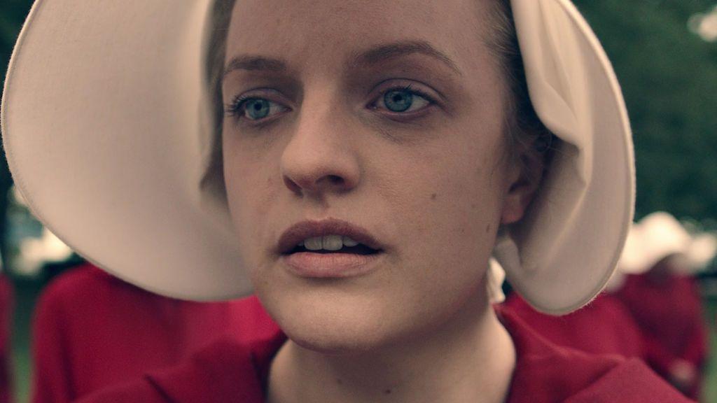Elisabeth Moss en la segunda temporada de 'El cuento de la criada'.