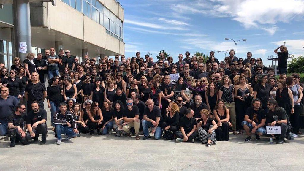Los trabajadores de RTVE, en una de sus concentraciones de los 'viernes negros' en Prado del Rey.