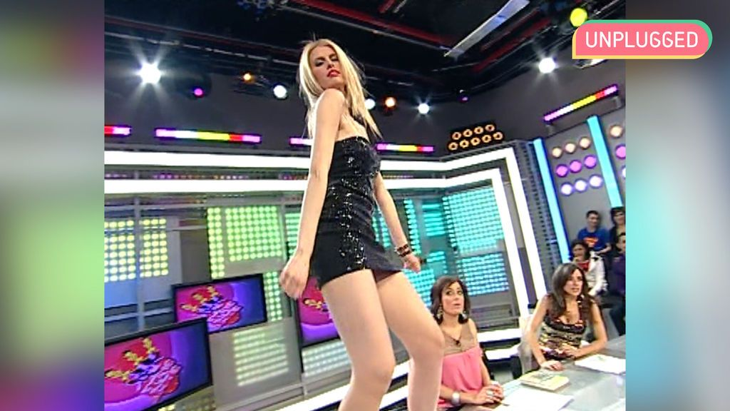Adriana bailando