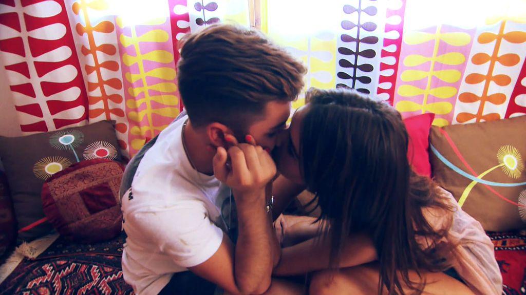 Besos y cena romántica: Así ha sido la cita Sofía y Albalá