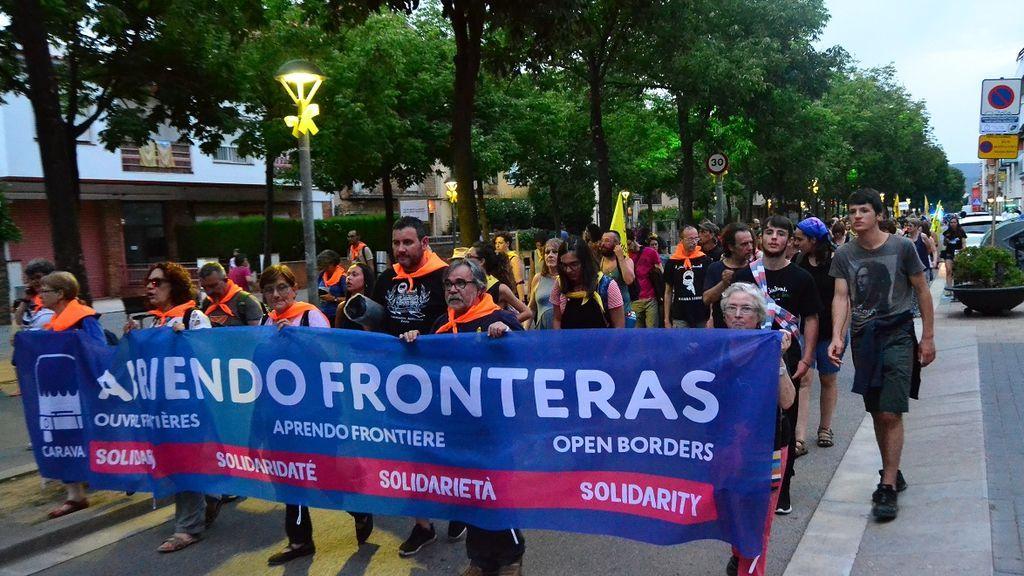 400 personas se reúnen en Girona para despedir a la 'Caravana Abriendo Fronteras 2018'