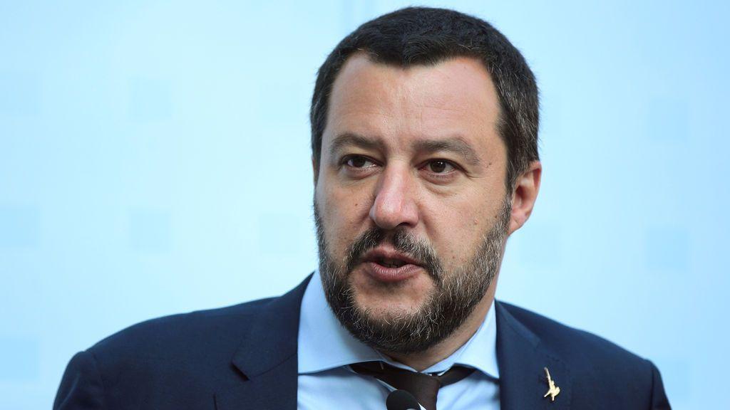 """Un barco con 450 migrantes va rumbo a Italia y Salvini advierte: """"No puede y no debe llegar"""""""