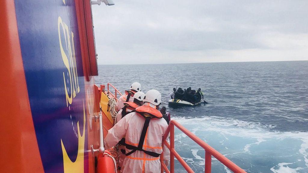 Rescatadas más de 330 personas de varias pateras ante las costas andaluzas