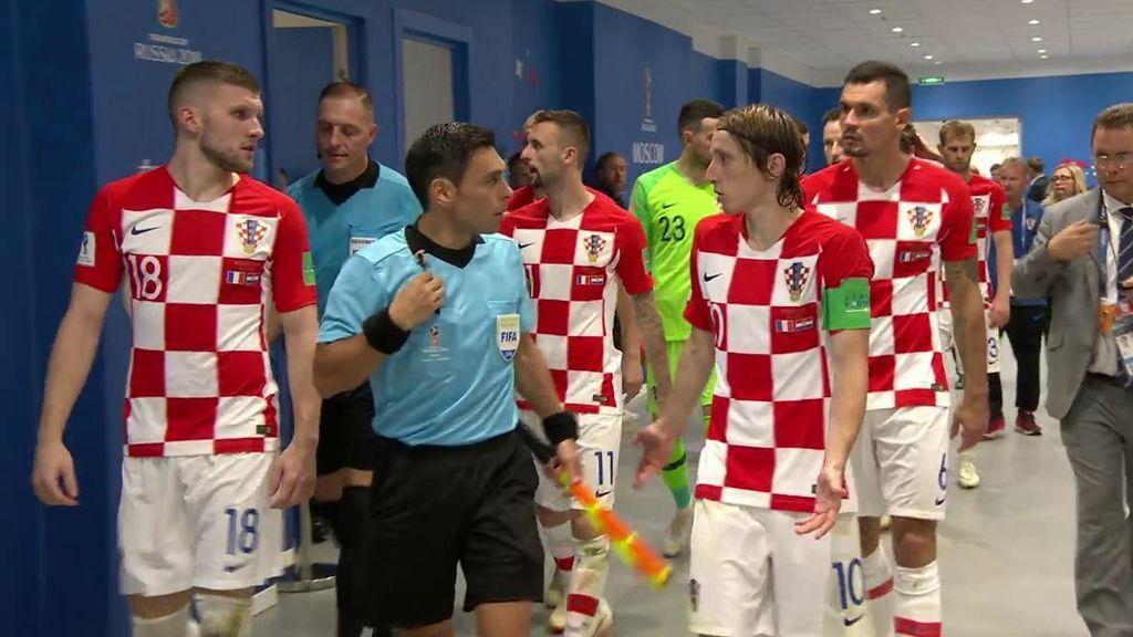 """La bronca de Modric a uno de los árbitros en el túnel de vestuarios: """"La falta no era y el penalti tampoco"""""""