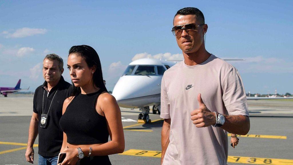 Cristiano Ronaldo aterriza en Turín, un día antes de su presentación con la Juventus