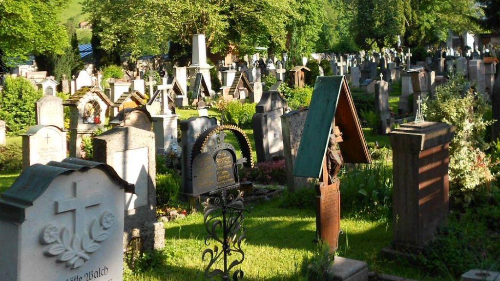Sortean 200 tumbas en un cementerio de los Alpes alemanes ante la demanda que hay