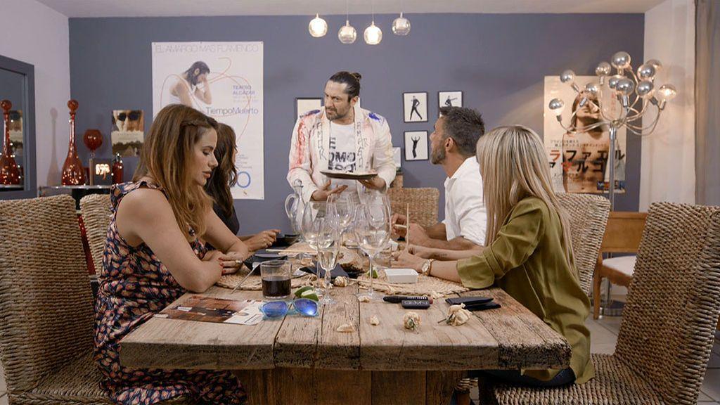 Mala educación y flamenquito en la primera cena de 'Ven a cenar conmigo: Summer edition'