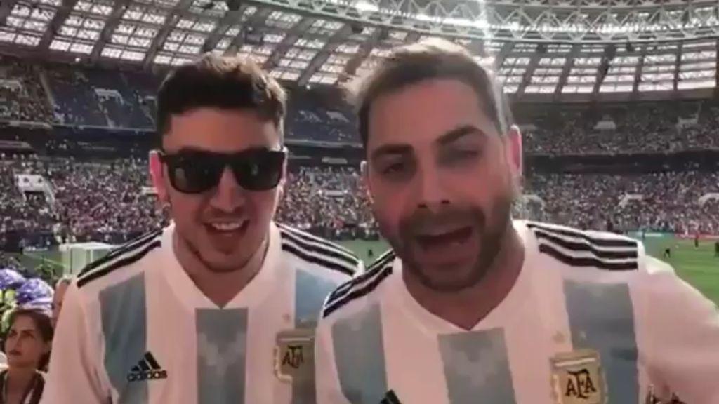 El club de fans de Pitana que animo al colegiado en la final del Mundial del Francia-Croacia