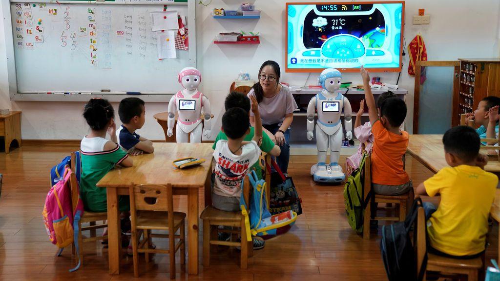 Sesión educativa con robots