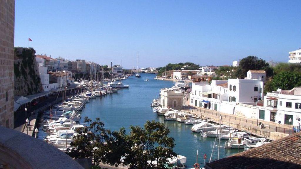 Menorca en aviso amarillo: una rissaga de 1,5 metros mantiene en alerta a la población
