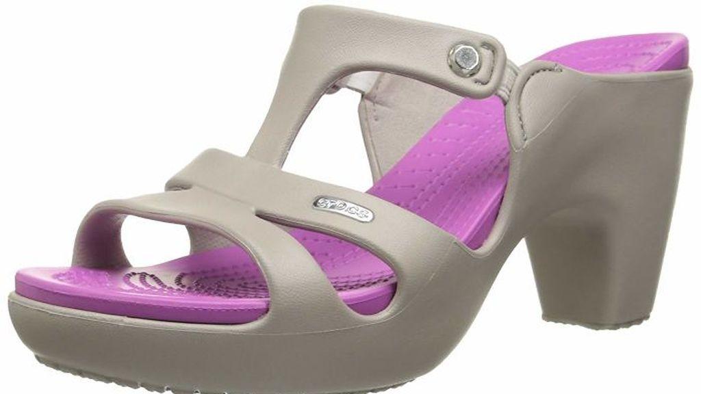 Los crocs de tacón alto: los zapatos que están dividiendo a la peña