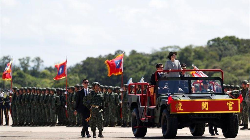 Taiwán exhibe su ejército