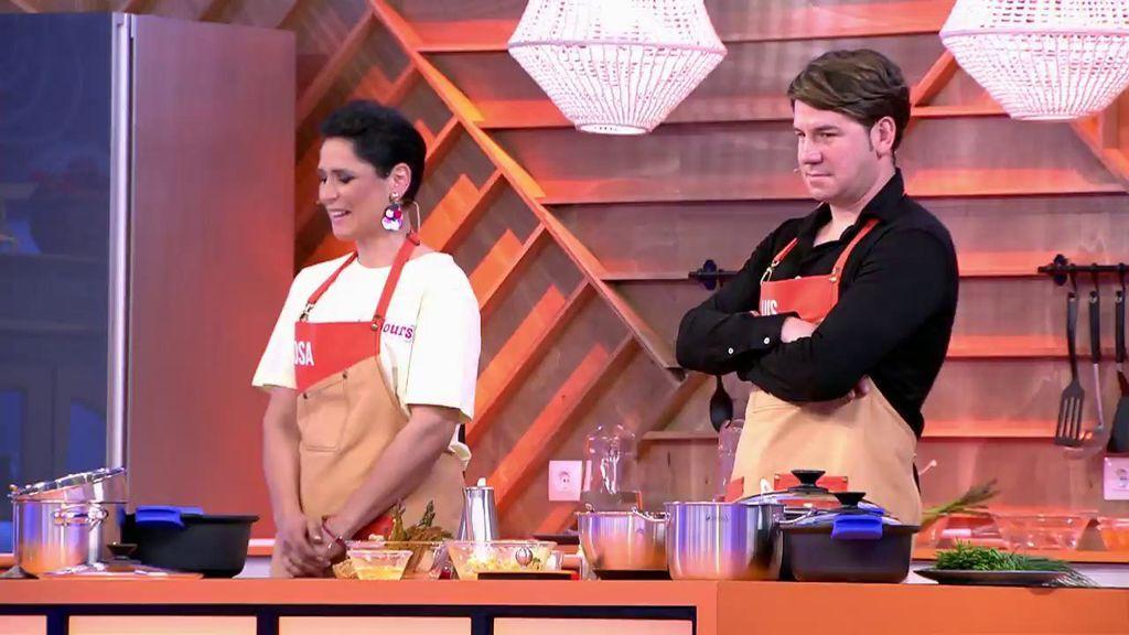 Rosa López y Lucas González cocinan popietas de lenguado con salsa holandesa