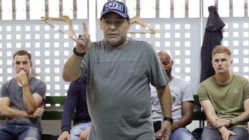 La charla de Maradona a sus jugadores en Bielorrusia que no te vas a creer hasta que la veas (y escuches)