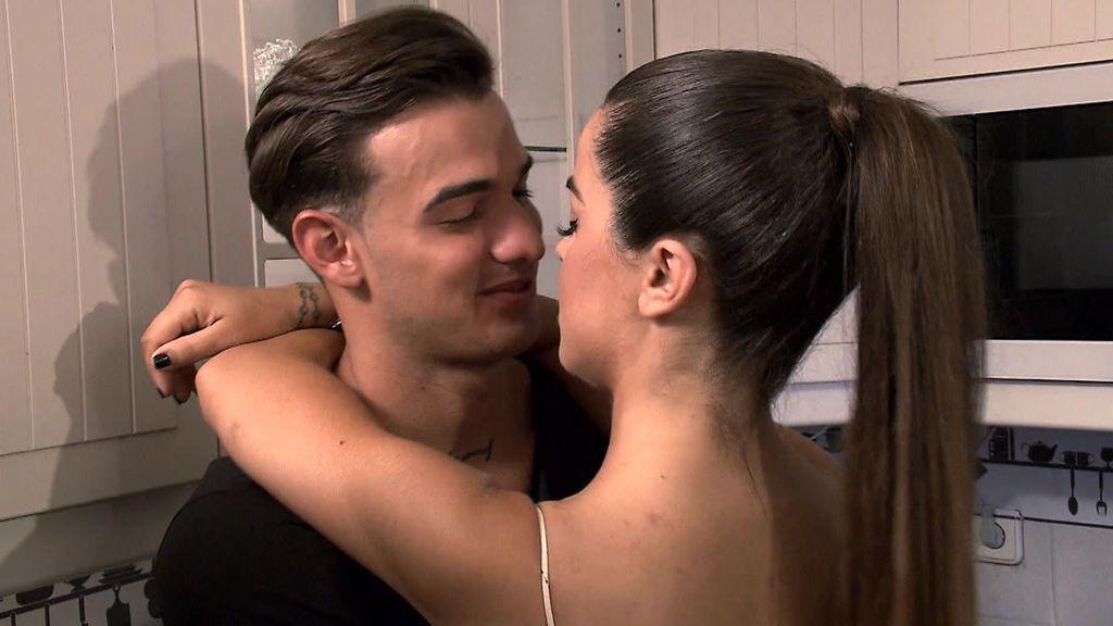 Cita Violeta y Pedro: Violeta olvida sus desconfianzas para 'comerse' a besos a su pretendiente
