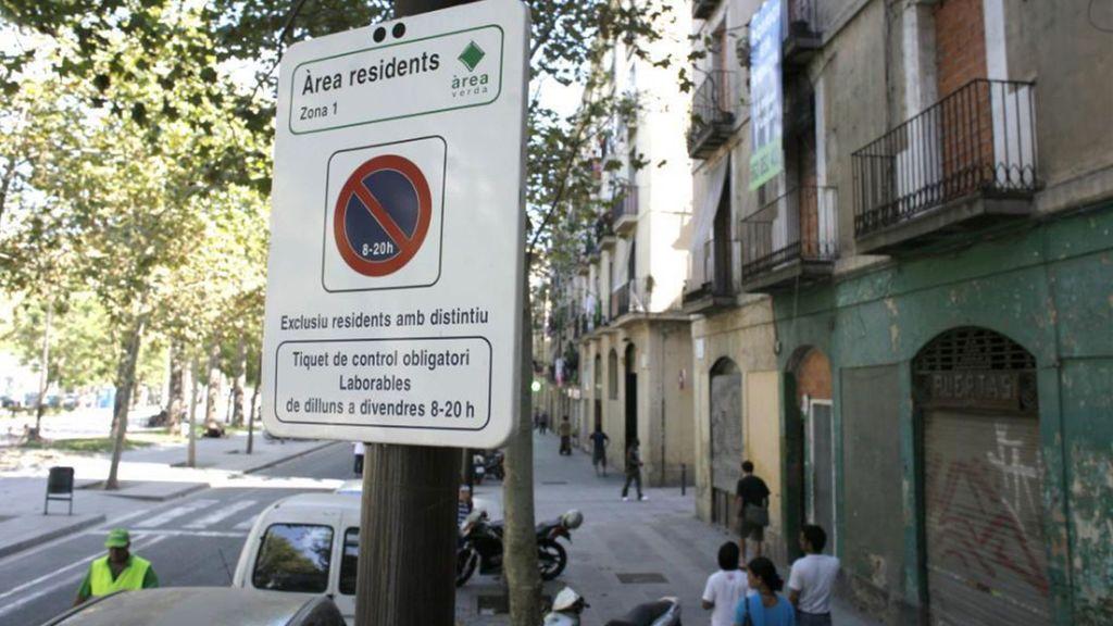 Una conductora gallega se libra de una multa en Barcelona al alegar que no entendió la señal en catalán