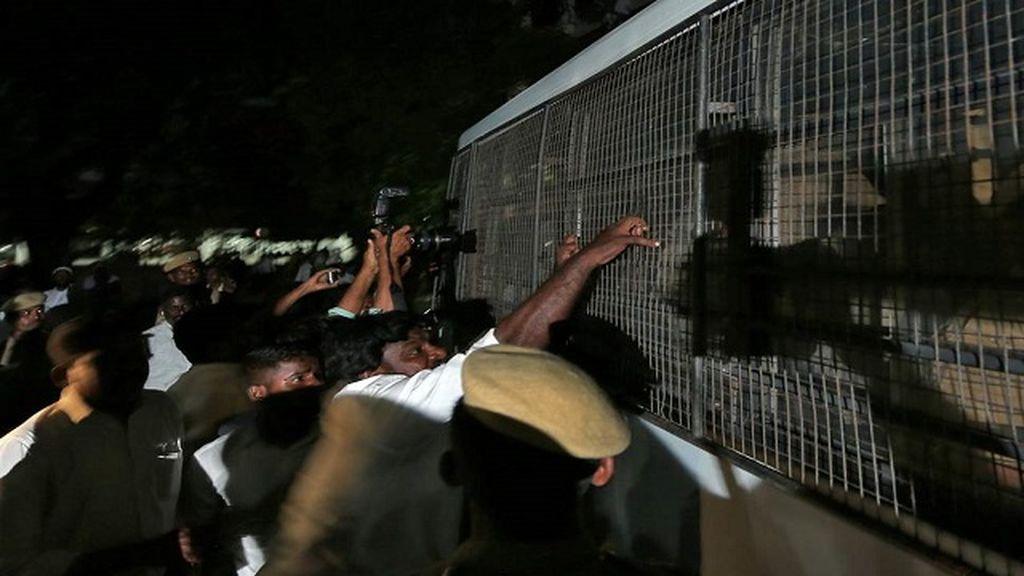 Detienen a 18 hombres en india por violar a una menor repetidas veces