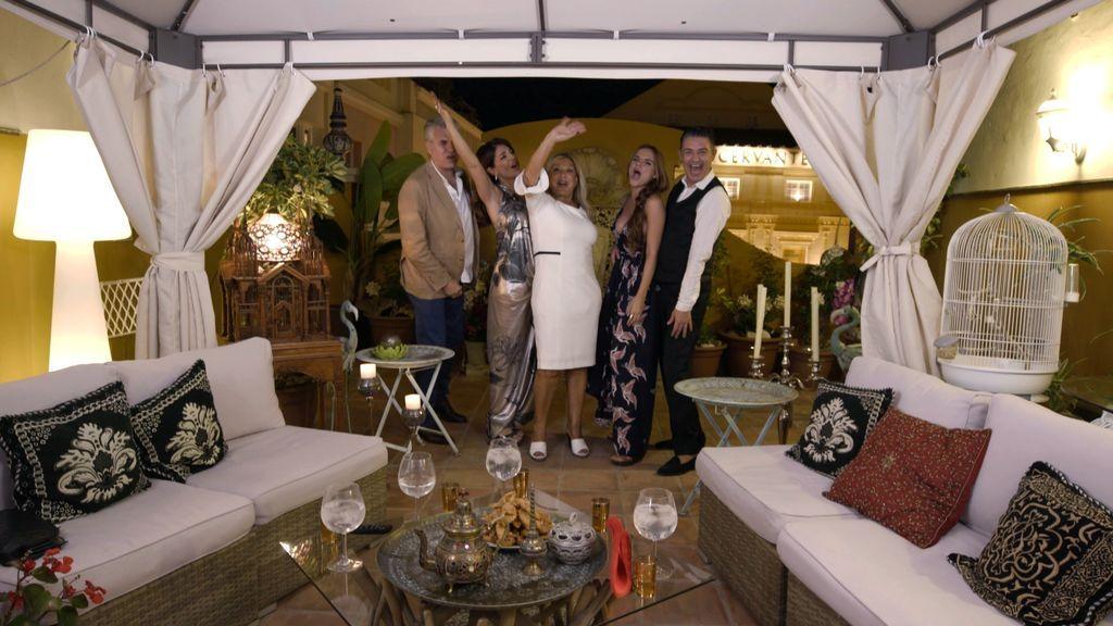 Melody, Olivia Valère, Ángel Garó, Raquel Bollo y Agustín Bravo, concursantes VIP de 'Ven a cenar conmigo: summer edition'.