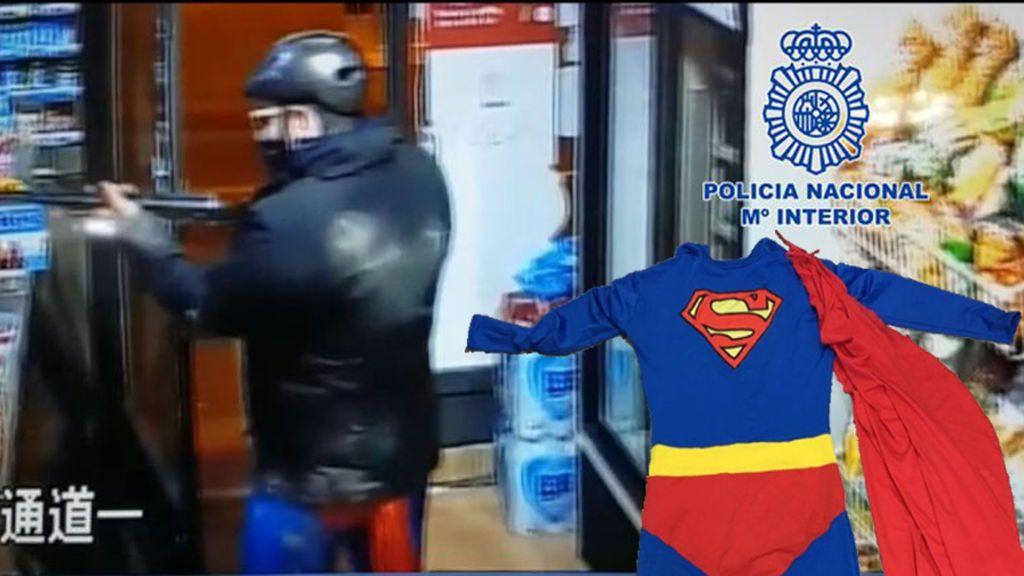 Detienen a un hombre en Murcia que robaba disfrazado de Superman y con una escopeta