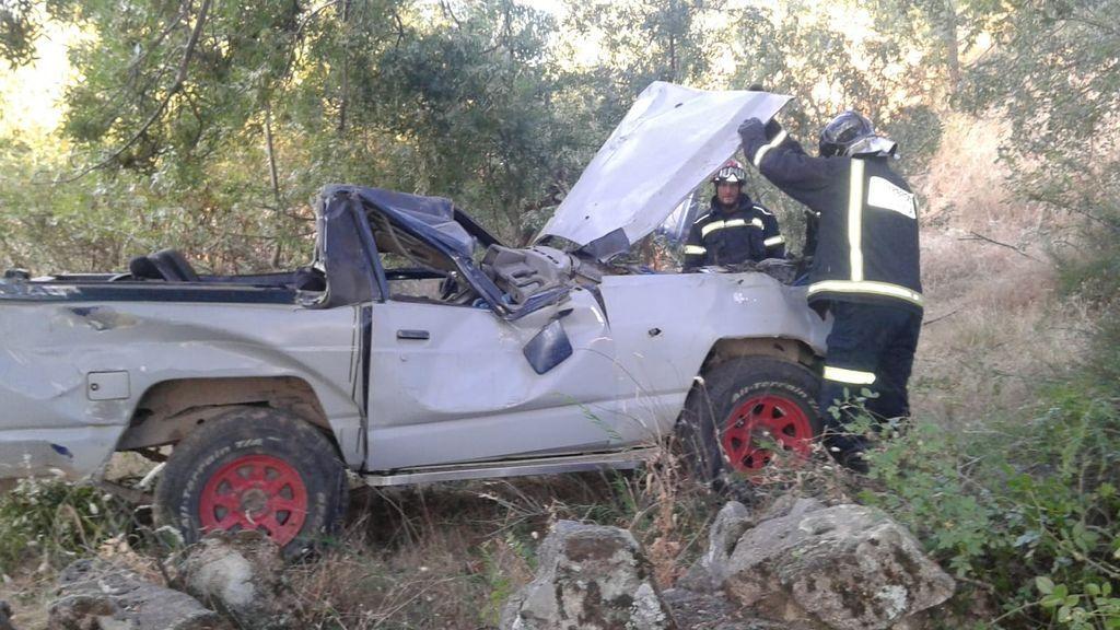 Un fallecido y cuatro heridos al caer un todoterreno por un terraplén en Ávila