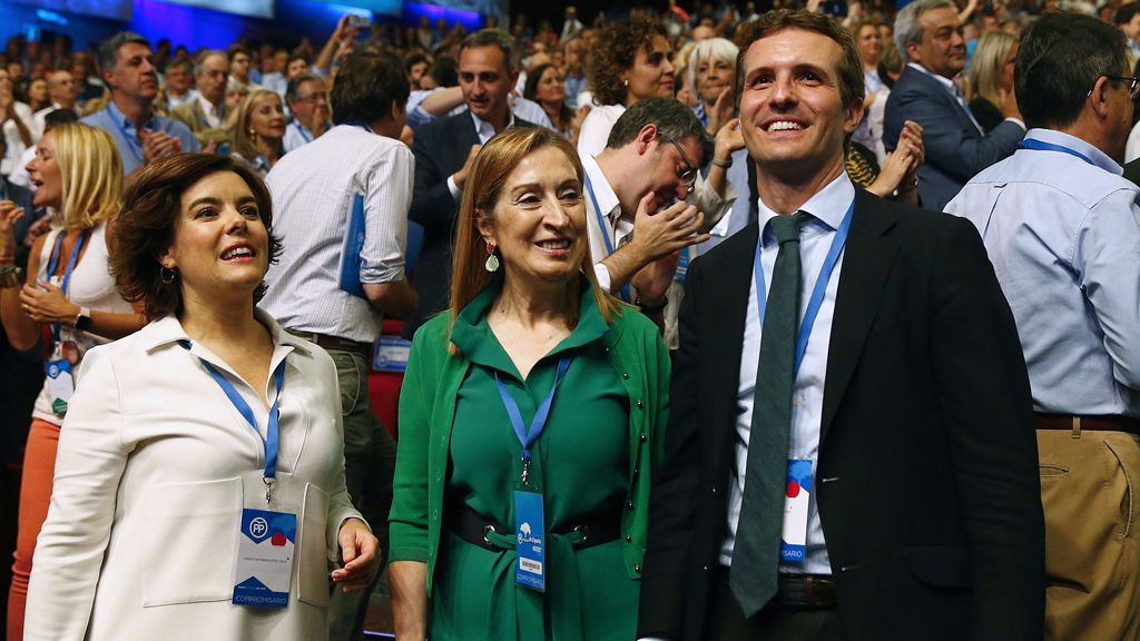Casado y Santamaría pugnan por el favor de los compromisarios para liderar el PP