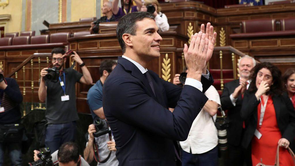 Pedro Sánchez da la enhorabuena a Casado y le anima en la nueva tarea al frente del PP