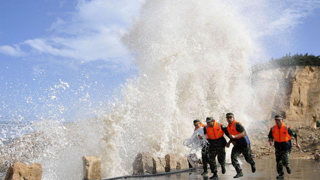200.000 personas evacuadas por precaución en Shangái ante la llegada del tifón 'Ampil'