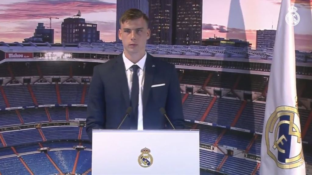 """Andriy Lunin, presentado por el Real Madrid: """"Voy a poder compartir mi pasión con los mejores"""""""