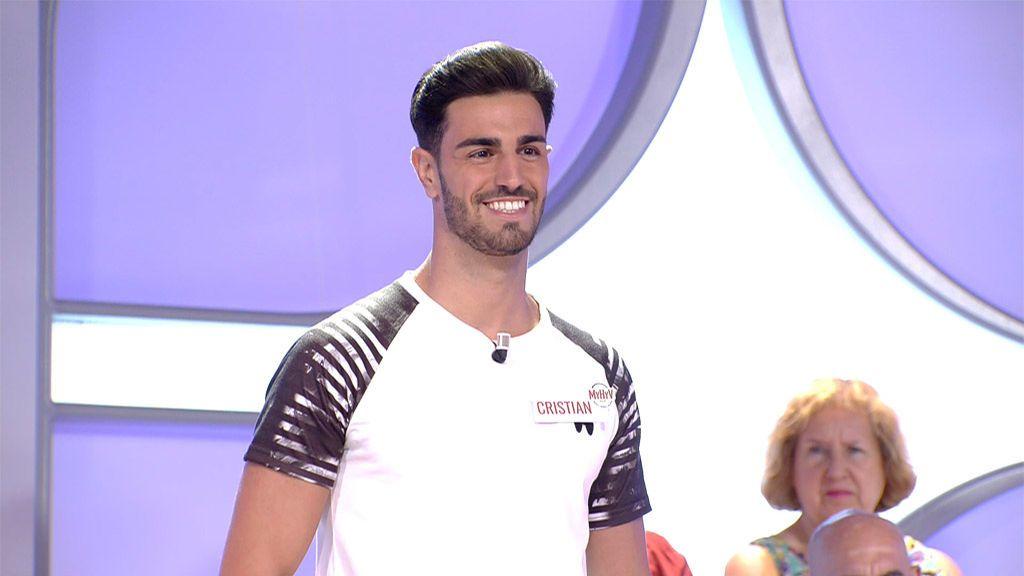 """Cristian llega al trono de Marina por petición de la tronista: """"¡Es muy guapo!"""""""