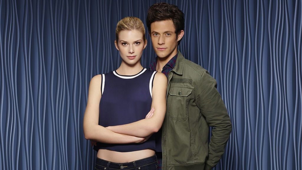 Emma Ishta y Kyle Harris, serie 'Stitchers'.