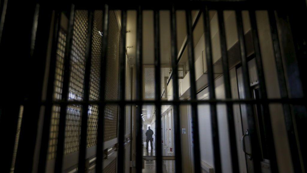 Un preso de Navalcarnero arranca de un mordisco la oreja a un funcionario de prisiones