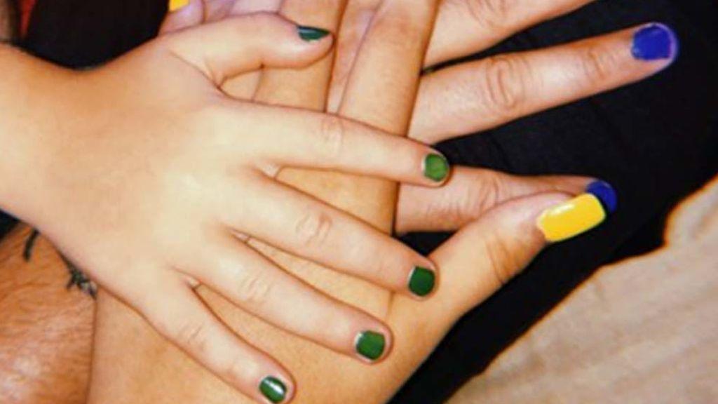 Más allá de Bad Bunny: la lección de un abuelo al ver que su nieto de 5 años se pinta las uñas
